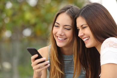 Female friendship online